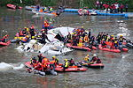 Rescue Divers Finding Dead Passenger in Crashed B-22816 20150204a.jpg