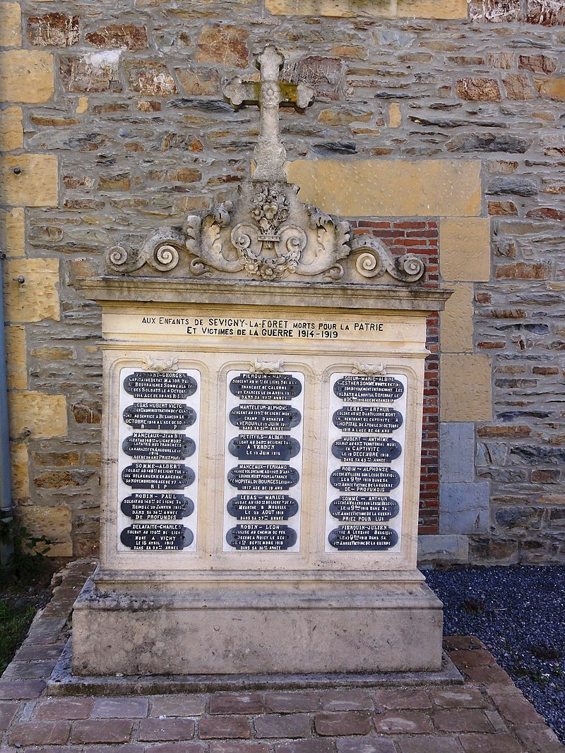 Sévigny-la-Forêt (Ardennes) monument aux morts.JPG