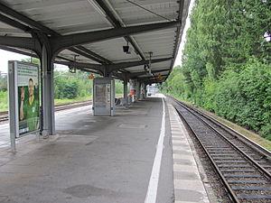 Alte Wöhr station - Image: S Bahnhof Alte Wöhr Bahnsteig
