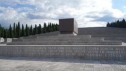 Il sacrario militare di Redipuglia. In primo piano la tomba del duca d'Aosta.