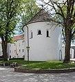 Sankt Veit Kirchplatz Karner romanischer Rundbau 26042015 2684.jpg
