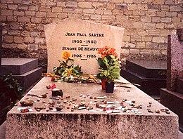 Tumba de Jean-Paul Sartre  y de Simone de Beauvoir, en el cementerio de Montparnasse (París, Francia)