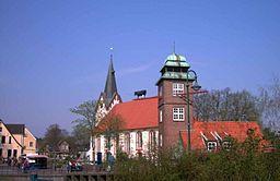 St. Willehadi Kirche und Schlauchturm in Osterholz-Scharmbeck. Photographiert im April 2005. Photograph: CWitte