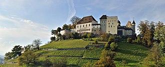 Lenzburg Castle - Image: Schloss Lenzburg Gesamtansicht 1