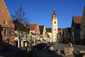 Oberer Marktplatz mit dem Turm der Kirche St. Jakob