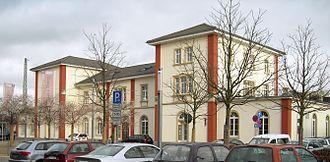 Rhine Railway (Baden) - Image: Schwetzingen Bahnhof 20081202