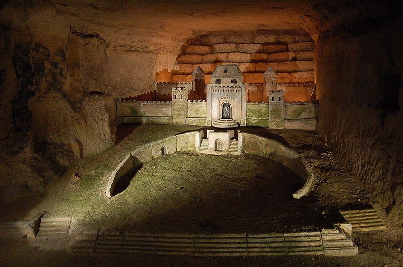 Fichier:Sculpture Decure catacombes Paris.JPG