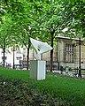Sculpture de la place Jacques Bainville à Paris.jpg