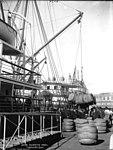 Shipping wool, Circular Quay (2362702301).jpg