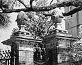 Simmons-Edwards House - Pineapple Gates (Charleston).jpg