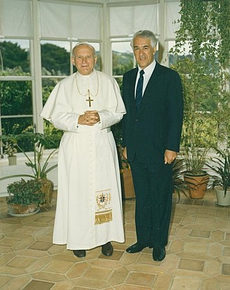 Paul Reeves - Sir Paul welcomed Pope John Paul II to New Zealand in November 1986.