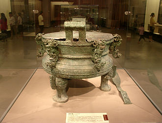 Spring and Autumn period - A large bronze tripod vessel from the Spring and Autumn period, now located at the Henan Museum