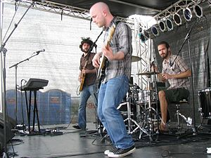 Straylight Run - Straylight Run performing at the 2009 Soundwave festival in Sydney, Australia. Left to right: John Nolan, Shaun Cooper, and Will Noon.