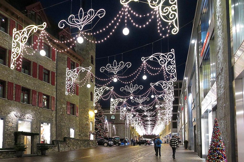 St. Moritz - Via Serlas (16069789201).jpg