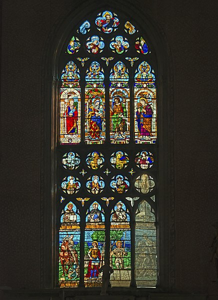 File:Stained glass window of right transept of Santi Giovanni e Paolo (Venice).jpg