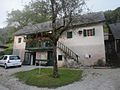 Stare Zage Kocevarska hisa z gankom.jpg