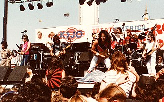 Starship (band) - Starship onstage at Great America in 1985 (l-to-r Grace Slick, Mickey Thomas, Pete Sears, Craig Chaquico, Donny Baldwin, and David Freiberg)
