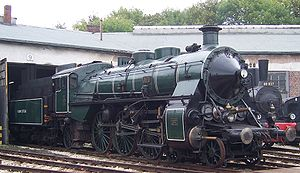 Compound engine - Bavarian S 3/6 compound locomotive, showing the two high-pressure cylinders mounted centrally in the frame and the two slightly larger low-pressure cylinders on either side