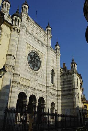 Vercelli Synagogue - Image: Synagogue de Verceil vue d'ensemble