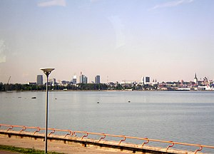 Tallinn Bay - Image: Tallinn skylinefar