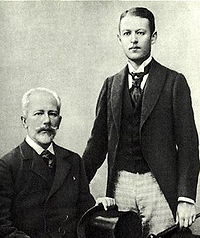 http://upload.wikimedia.org/wikipedia/commons/thumb/e/e1/Tchaikovsky_and_Bob_Davydov.jpg/200px-Tchaikovsky_and_Bob_Davydov.jpg