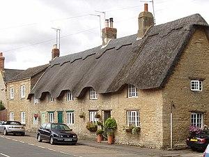 Podington - Image: Thatched cottages in Podington geograph.org.uk 528746