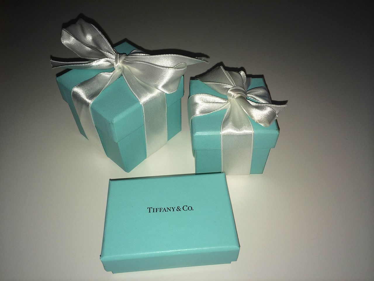 File:Tiffany blue box 1.jpg - Wikimedia Commons