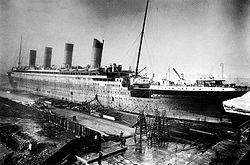 Inrichtingswerkzaamheden, 1911-1912: Schip wordt gezien in dok