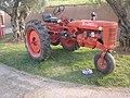 Tracteur vigneron Farmall à 3 roues.jpg