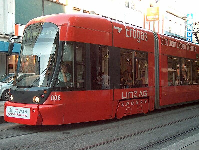 File:Tram driver in Linz HPIM6826 Erdgas-ratikka.jpg
