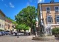 Tramin Marktplatz Rathaus Egetmann-Brunnen.jpg