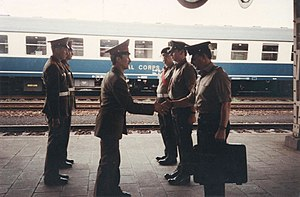 Marienborn - British and Russian soldiers at the former border station in April 1990