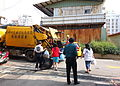 Trash collection - Tung-hai Hua-yüan Bie-shu - Taichung, Taiwan - DSC01819.JPG