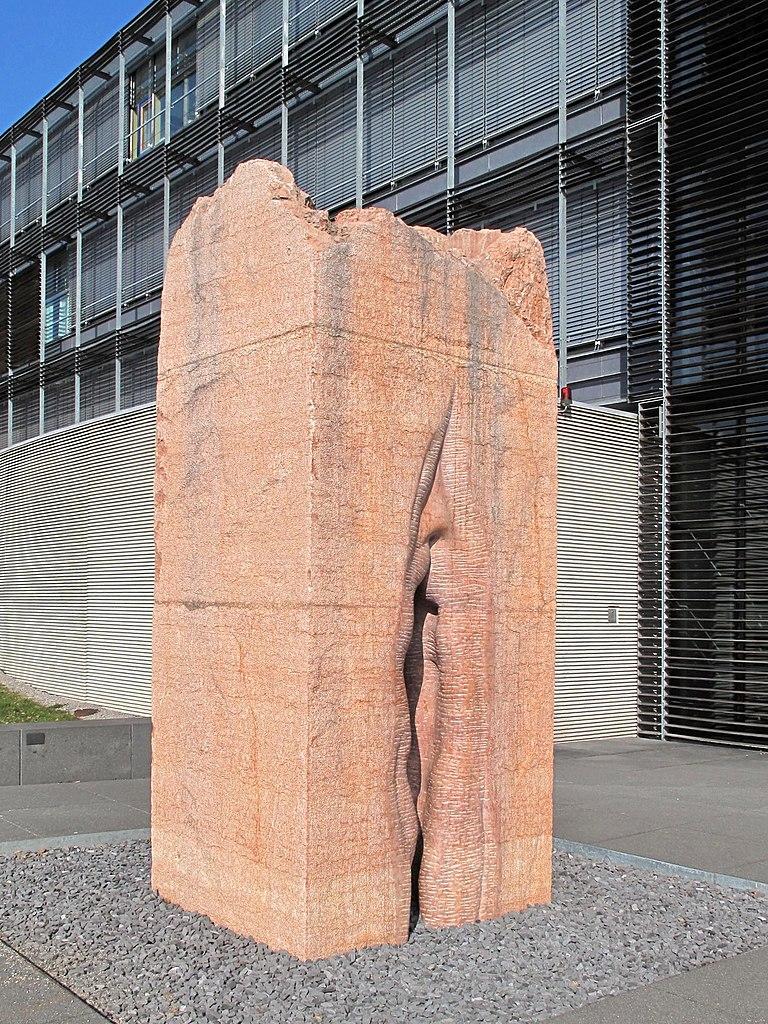 памятник женской вагине если