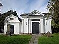 Två 1700-talsgravhus på Söderhamns kyrkogård, Hälsingland.jpg