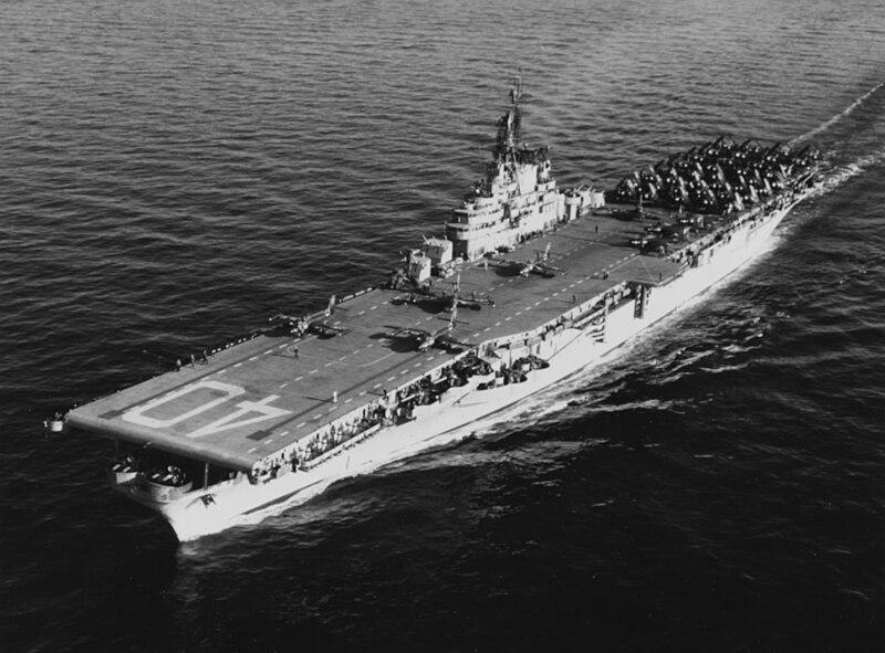 File:USS Tarawa (CVA-40) underway at sea on 18 December 1952.jpg