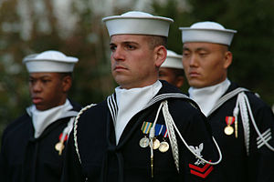 Ascot tie - Image: US Navy 031023 N 2383B 009 Sailors assigned to the U.S. Navy's Ceremonial Guard stand at attention during a full honors ceremony in honor of Adm. Marcello De Donno, Chief of Staff of the Italian Navy