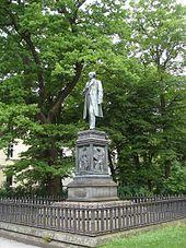 Uhland-Denkmal in Tübingen (Quelle: Wikimedia)
