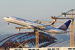 United Airlines Boeing 737-924ER N37422 (6405365745) (3).jpg