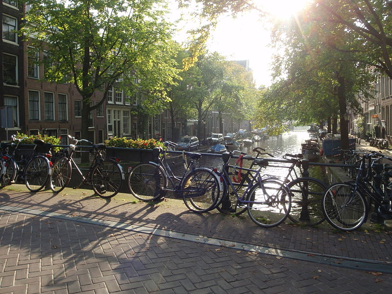 File:Vélos & Canal à Amsterdam © Peter Wolf.jpg