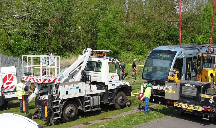 Valenciennes & Anzin - Déraillement de la rame de tramway n° 17 à la sortie du dépôt de Saint-Waast le 11 avril 2014 (071).JPG