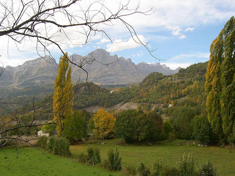 File:Valle de Tena, provincia de Huesca.JPG