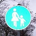 Verkehrszeichen GehwegNurFuerFrauen.jpg