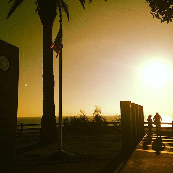 File:Veterans' Memorial, Palisades Park. (Santa Monica, California).jpg