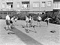Voetballende jongens van de Daltonschool in Amsterdam, Bestanddeelnr 189-0134.jpg