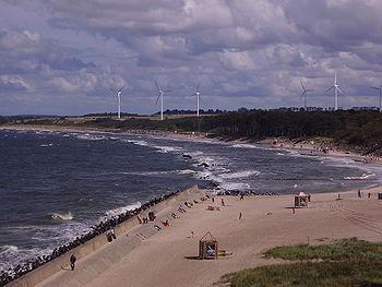Polski: Widok z latarni morskiej na plażę