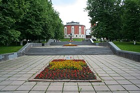 280px-Zhukov_town_-_Zhukov_memorial02