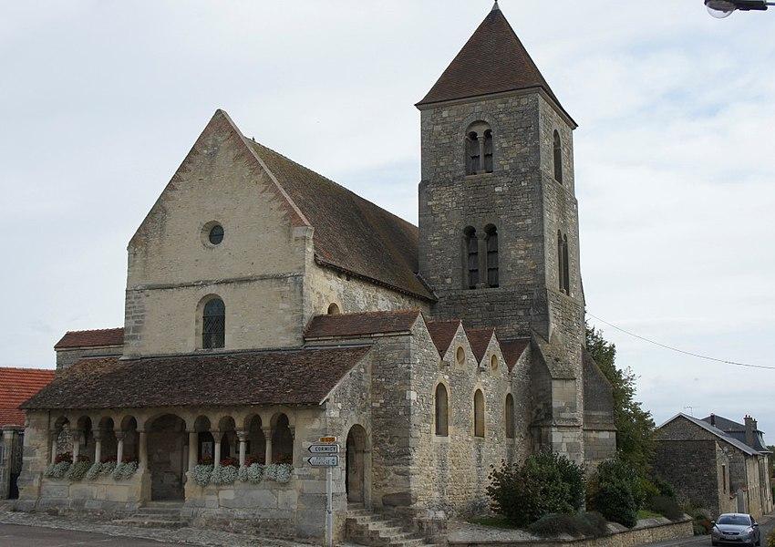 Vue du portail ouest de l'église Notre-Dame-et-Saint-Nicaise de Cauroy-lès-Hermonville.