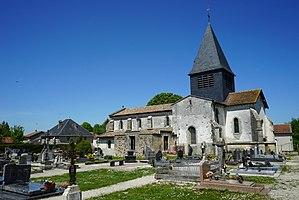 Auve - Image: Église auve cimetière 11874