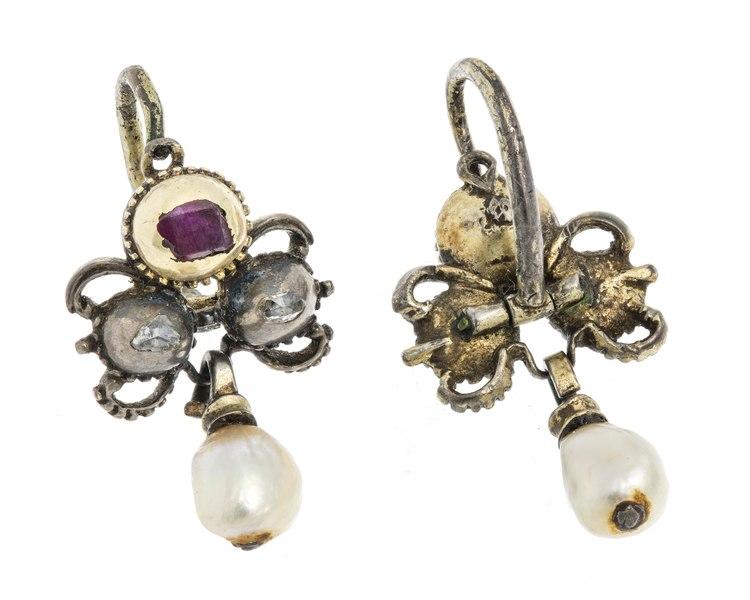 Örhängen med pärlor, rubiner och rosenstenar, 1700-tal.